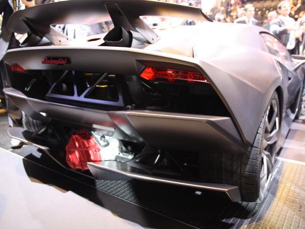 Mondial de Paris 2010 - Lamborghini Sesto Elemento: toutes les infos et les photos live de sa présentation