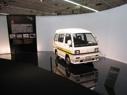 En direct du Mondial de Paris / L' Exposition «L'Incroyable Collection II» : le Mitsubishi Minicab EV