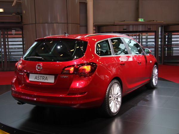 Mondial de Paris 2010 : Opel Astra Sports Tourer