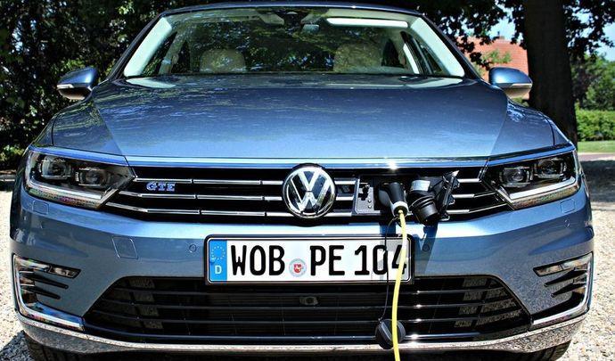 volkswagen de l 39 hybride foison pour la passat. Black Bedroom Furniture Sets. Home Design Ideas