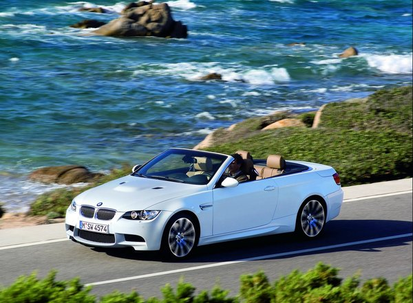 BMW M3 Cabriolet & boîte M DKG officielles (26 photos HD)