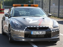 En direct du Mondial de Paris 2010 - La Nissan GT-R: une vraie rockeuse?