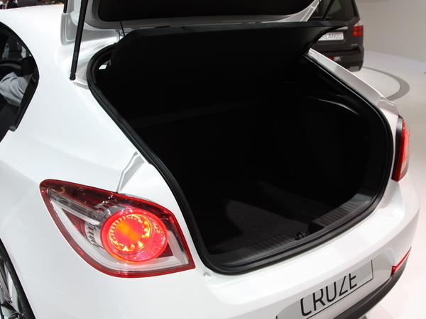 En direct du Mondial de Paris 2010 : la Chevrolet Cruze s'offre un hayon pour plaire à l'Europe