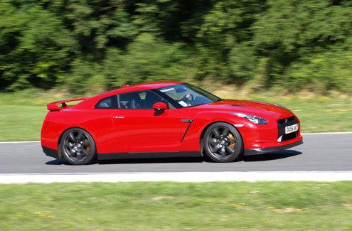 Essai vidéo - Nissan GT-R : session sur le circuit de Folembray