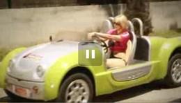[Vidéo] La Zest excite les blondes comme Ursula Bretzel