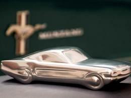 Idée cadeau : une sculpture de Mustang 1965