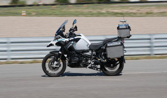 Vidéo - BMW: une R1200GS ça peut rouler tout seul!