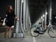 Miss France 2011 sur le stand Peugeot au Salon du Cycle
