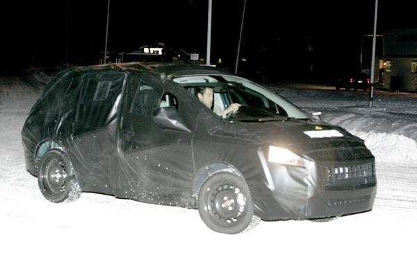 Futur Peugeot 3008 : le noir lui va si bien