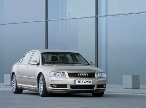 L'Audi A8 4.2 l tiptronic quattro disponible en version Limousine