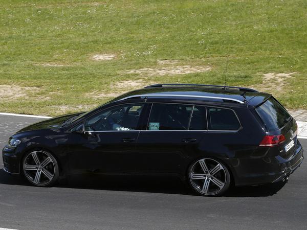 Surprise : la future Volkswagen Golf R SW à l'attaque
