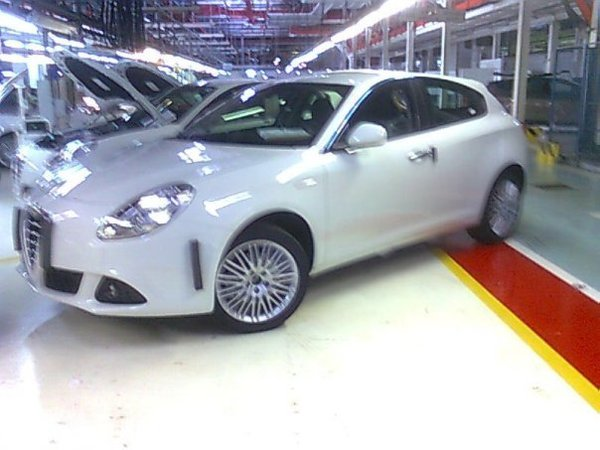 Nouvelle Alfa Romeo Milano: elle dévoile tout!