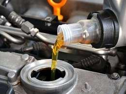 Russie : un important réseau d'huile moteur contrefaite démantelé