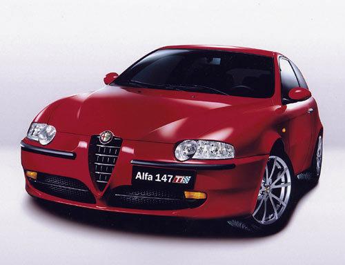 Alfa Romeo lance les 147, 156 et 156 SW TI