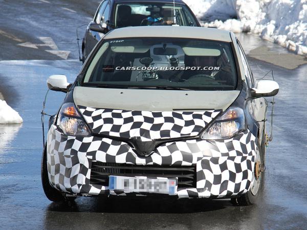Surprise : un nouveau mulet de la Renault Clio IV prend l'air