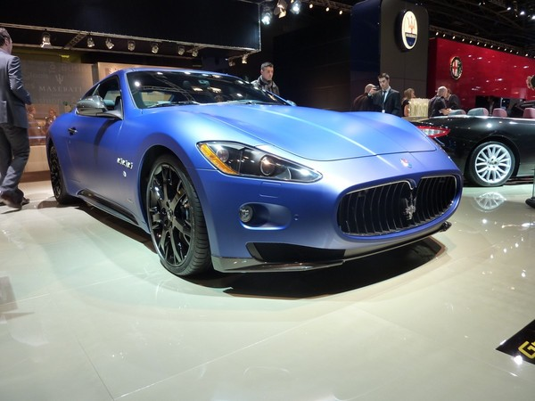 Mondial de Paris 2010 Live : Maserati Gran Turismo S en bleu mat, juste parfait ?