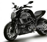 Nouveauté 2011 - Ducati Diavel: Le diable s'habille en noir