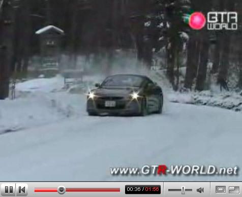 Vidéo : Nissan GT-R des neiges