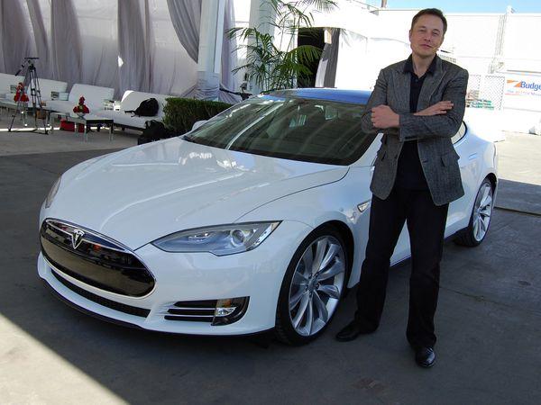 Le patron de Tesla se moque d'Apple et de sa future auto