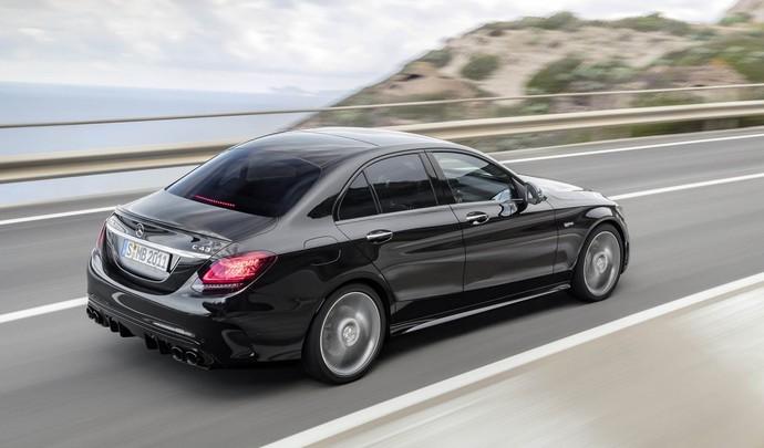 Mercedes : le quatre cylindres fait son chemin sur les Classe C AMG