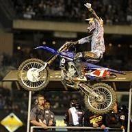 Anaheim 1 : James Stewart s'impose non sans mal