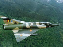 A Rétromobile, on vend aussi un avion de chasse !