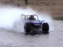 Nouveau record (vidéo) : il roule plus de 300 mètres sur l'eau avec sa Jeep de 1622 chevaux