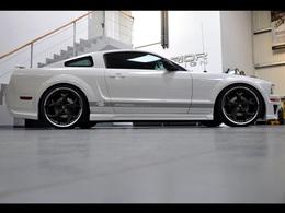 Prior Design radicalise la Ford Mustang MK5