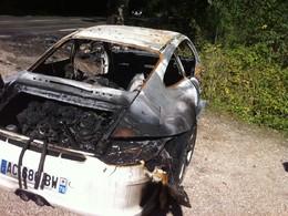 Une Porsche 911 GT3 brûlée dans la Forêt de Marly Le Roi