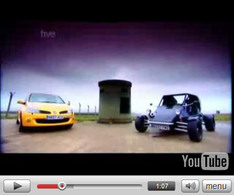 Vidéo Fifth Gear : Renault Clio RS R27 vs R180 RT Rage Buggy et Vicky !