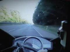 Duel: Yamaha R1 vs Bugatti Veyron