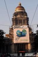 Journée sans voiture à Bruxelles : Greenpeace a déployé une grande bannière sur le Palais de Justice