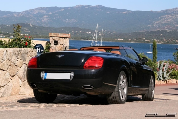 Photos du jour : Road Trip en Bentley Continental GTC