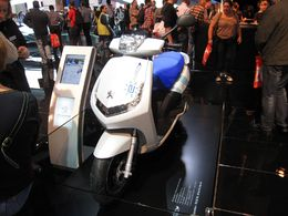 En direct du Mondial de Paris / scooter électrique : d'autres détails sur le Peugeot e-Vivacity