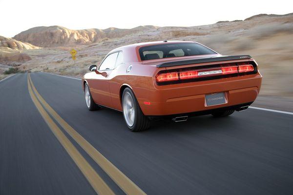 La future Dodge Challenger montre ses fesses