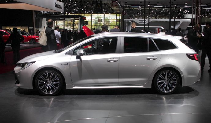 Toyota Corolla Touring Sports: stylée et hybridée - Vidéo en direct du Mondial de Paris 2018