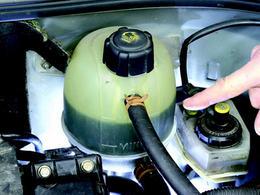 Insolite: un automobiliste gravement brûlé par son liquide de refroidissement