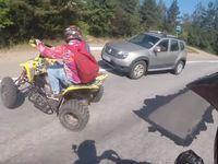 Lancé à 90 km/h en quad, il percute un Dacia Duster