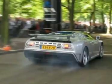 [Vidéo] Faire un burnout en Bugatti EB110, puis casser l'embrayage