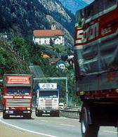Les Alpes : pas de réduction du trafic poids lourds avant 2019