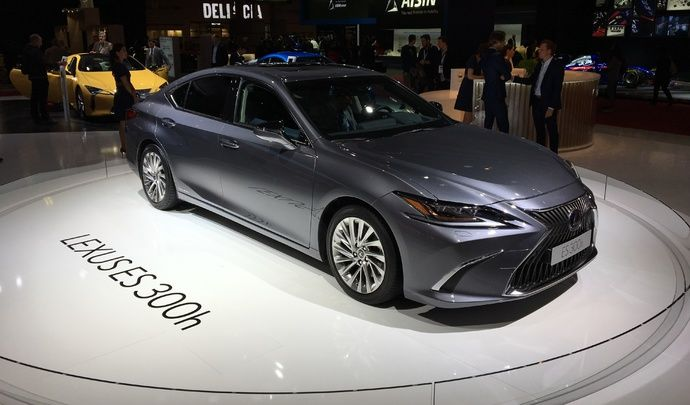 Lexus ES : ne l'appelez plus GS - Vidéo en direct du Mondial de Paris 2018