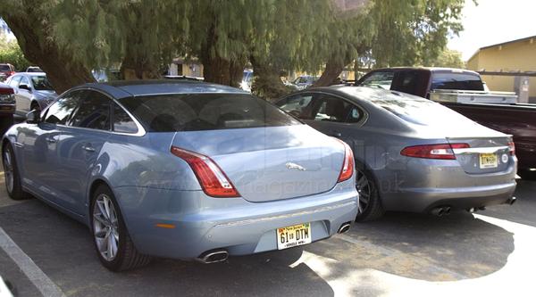 Rencontre au sommet et au désert: Jaguar XJ et XF
