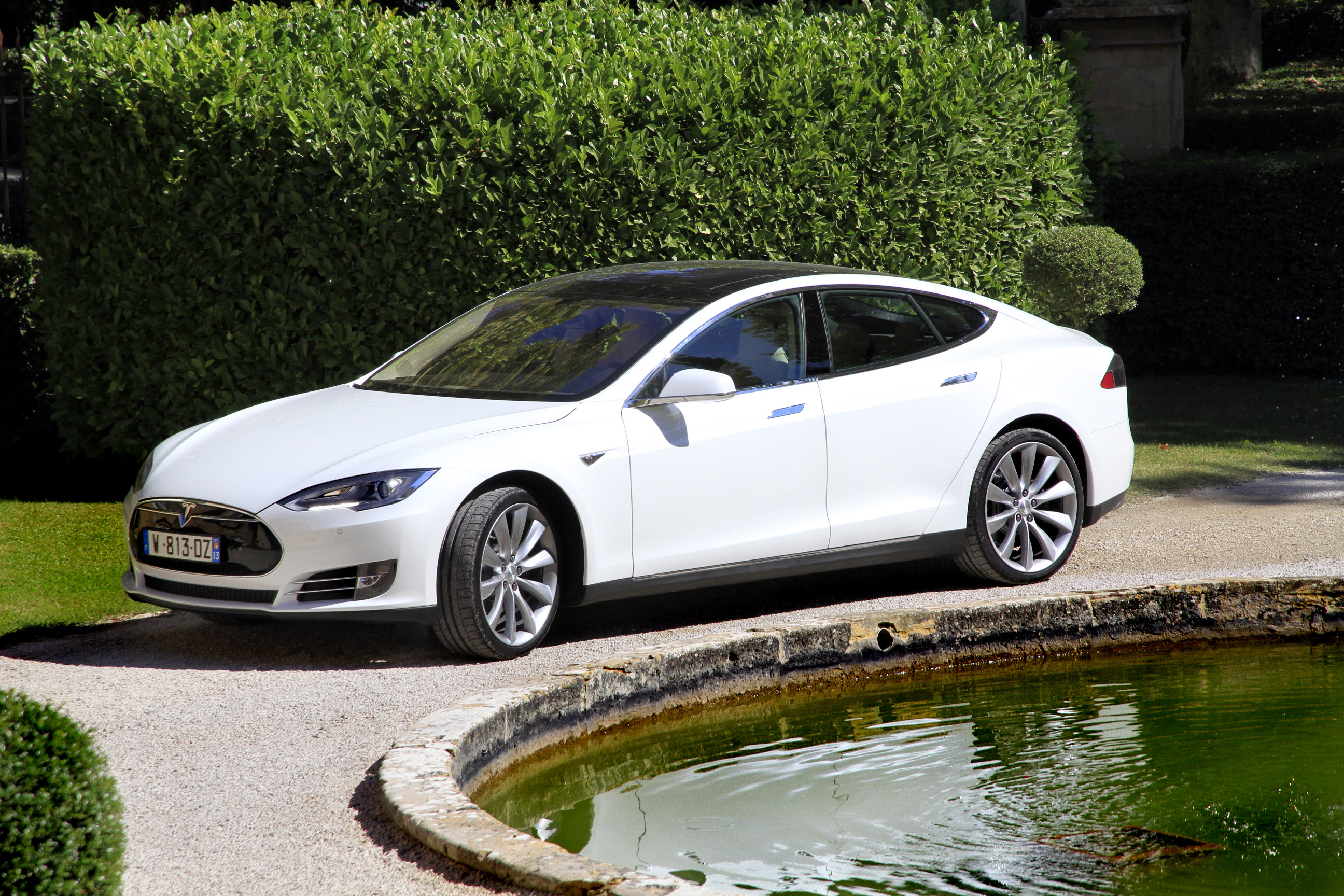 tesla ouvre une succursale aix en provence. Black Bedroom Furniture Sets. Home Design Ideas