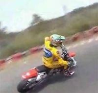 Vidéo moto : Biaggi en entraînement de glisse