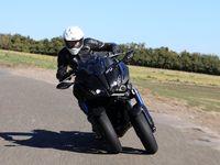 Essai vidéo - Yamaha Niken - Yamaha réinvente la roue!