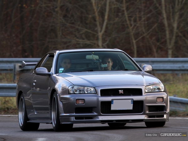 Photos du jour : Nissans Skyline GTR R34 (Cars & Coffee Paris)