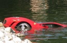 [Vidéo] Une Ferrari F430 ( presque) sauvée des eaux