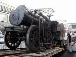Vidéo Rétromobile 2013 - La première locomotive à vapeur française arrive...