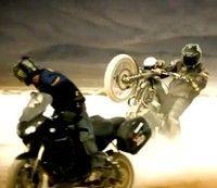 Vidéo moto : Triumph Tiger 1050 vs. Triumph Scrambler