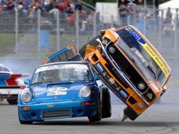 Photo : Ford Mustang contre Porsche 911, crash élégant
